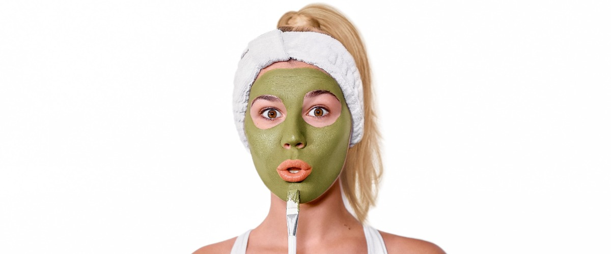 woman with teami's matcha green tea detox mask and applicator