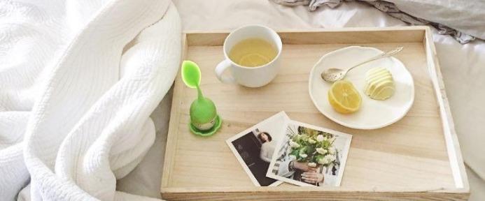 Tray with teami tea and lemon