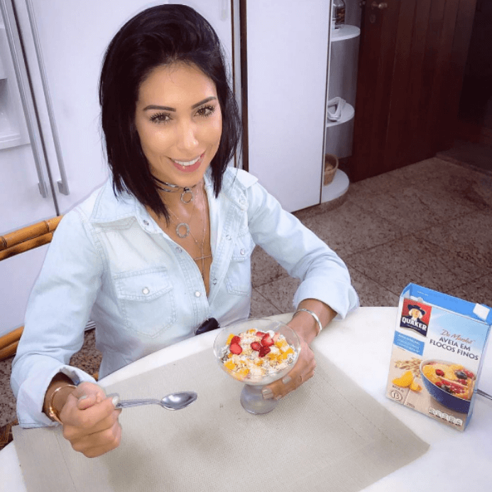 Bella Falconi eating a healthy breakfast